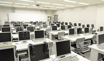 マルチメディア講義室(CALL教室)
