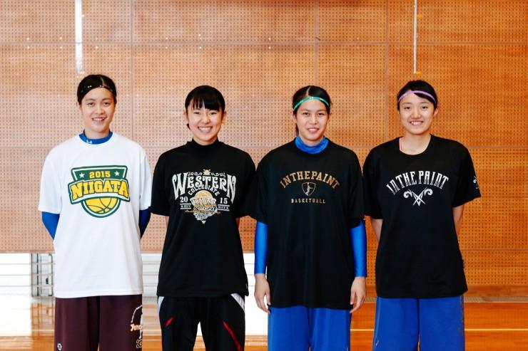 左から)ナウタヴァイ圭理選手(4年生)本田里佳子選手(2年生)ナウタヴァイ絵美理選手(2年生)武藤慧選手(1年生)